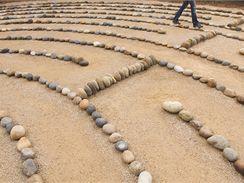 Labyrint vytvoříte i z kamenů