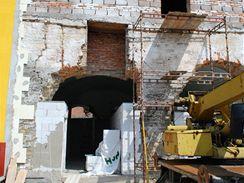 Při rekonstrukci mizí typické oblouky