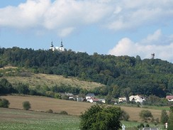 Vrch Cvilín s rozhlednou a poutním kostelem