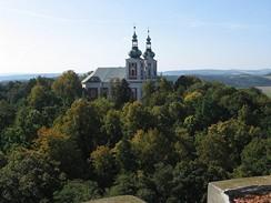 Poutní kostel na Cvilíně z ochozu rozhledny