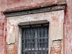 Z natáčení filmu Kajínek - okno, kterým utekl z věznice Mírov