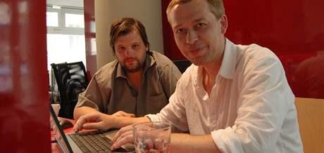 Petr Minařík (vlevo) a Pavel Řehořík byli hosté on-line iDNES.cz