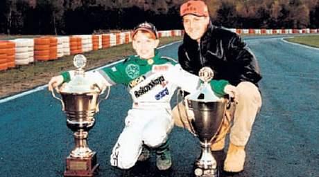 Třináctiletý Sebastian Vettel pózuje se svým vzorem. Teď se s ním utká ve formuli 1.
