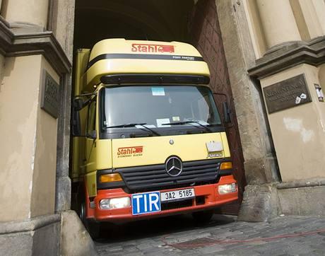 Národní technická knihovna se přestěhovala ze starého sídla v Klementinu (31. 7. 20009)