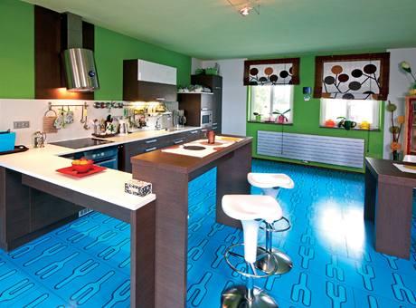 Kuchyn� p�ipomíná barvou �okoládu