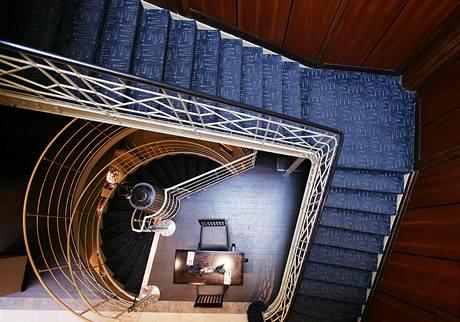 Po tomto schodišti si zákazníci chodili pro šroubky i nádobí