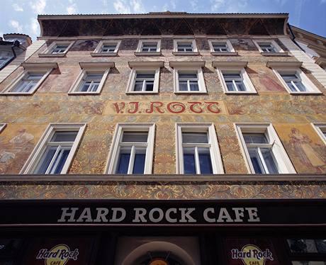 Železářství zde bylo od roku 1855 do roku 1996, o 13 let později přišlo Hard Rock Cafe