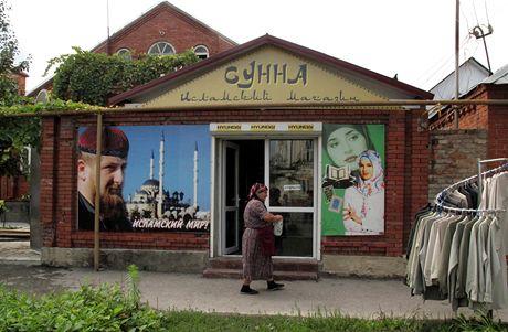 Groznyj - islámská země, islámské město, islámský svět. Všude poblíž mešit tu narazíte na obchody s Koránem, CD s muslimskou hudbou, ...
