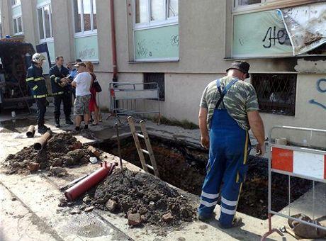 Požár plynovodu uzavřel Ruskou ulici v prace.