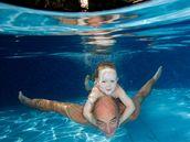 Ilustrační fotografie - Dítě, plavání