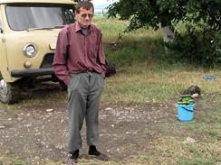 Čečensko - prodavač okurek u jedné vesnice. Pár mi jich věnoval na cestu.