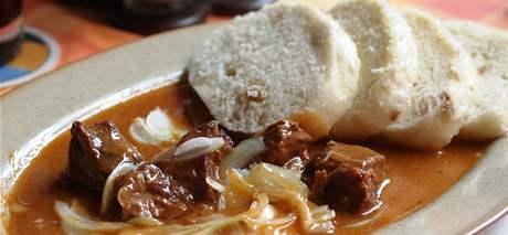 Menu v restauraci Szeged: guláš s knedlíkem