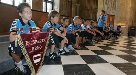 Malí fotbalisté klubu FC Sparta Brno jsou mistry republiky a na radnici je přijal primátor města
