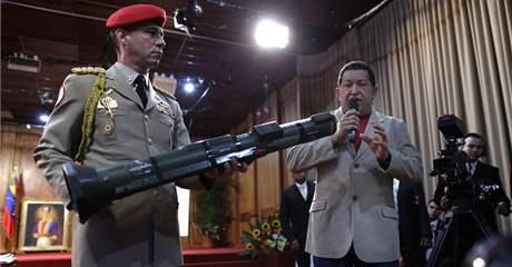Venezuelský prezident Hugo Chávez prohlásil, že kolumbijští povstalci protitankové střely ukradli na venezuelské základně v roce 1995 (5. srpna 2009)