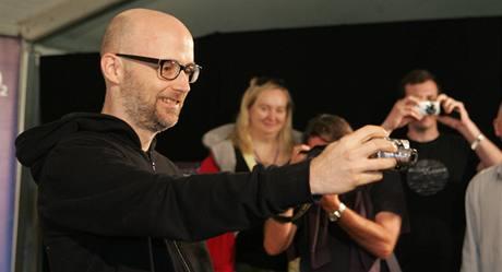 Moby si na Sázavafestu 2009 pořídil vlastní fotografii fotografů. Na svých internetových stránkách totiž píše blogy z turné a některé snímky k nim připojuje.