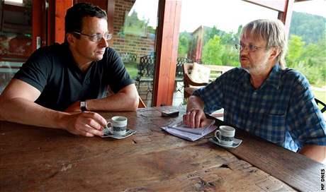 Spisovatel Michal Viewegh s redaktorem MF DNES Ladislavem Vereckým.