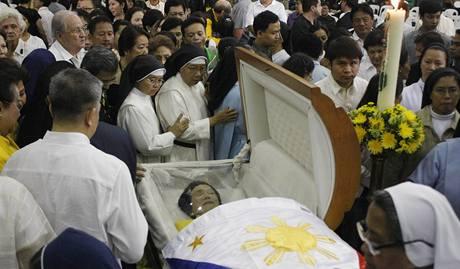 Zemřela bývalá filipínská prezidentka Corazon Aquinová.