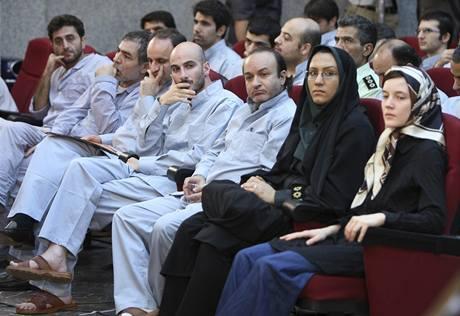 Proces s opozicí obviněnou z podněcování nepokojů po prezidentských volbách v Íránu.
