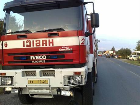Vůz hasičů, pod který vjela na Bílé hoře fabie