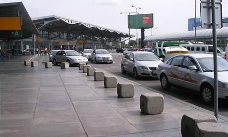 Počet taxiků na pražském letišti se sníží.
