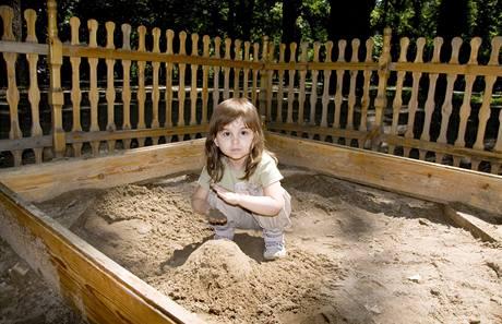 Každé dětské hřiště by mělo být chráněno proti zvířatům, například plotem