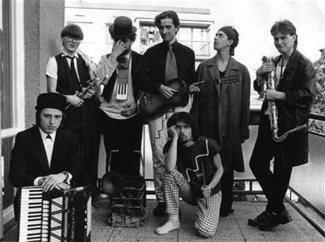 Nahoru po schodišti dolů band v roce 1987