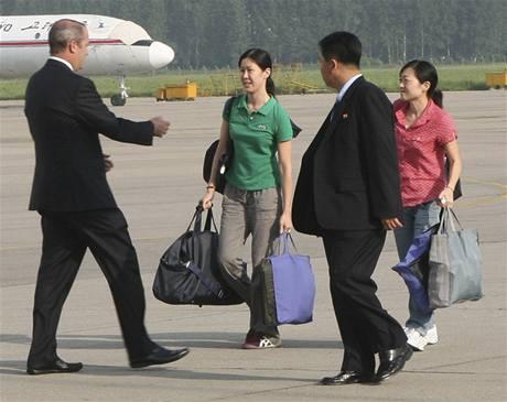 Dvě vězněné americké novinářkami odlétají z letiště v Pchjongjangu (5. srpna 2009)