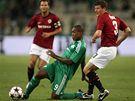 Panathinaikos - Sparta: Djibril Cissé (v zeleném) a Manuel Pamič