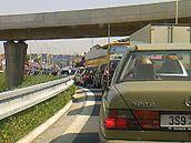 Sobotní triatlonový závod Czech Bigman 2009 omezil dopravu na Strakonické ulici. (8. srpna 2009)