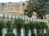 Jen malá část pevnosti Derbent. Ve skutečnosti je velká jako Pražský hrad