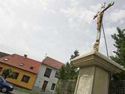 Kvůli návštěvě papeže se opravují křížky a boží muka nedaleko letiště