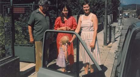 Ludvík Vaculík, Lenka Procházková a Iva Kotrlá (vpravo) s tříletou Aňou Kotrlou v roce 1987