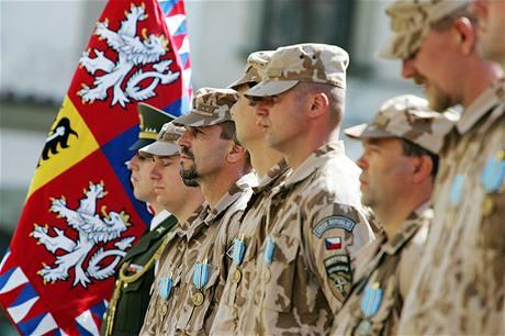 armáda - vojáci - nástup
