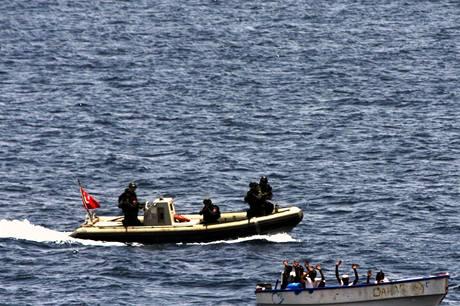 Turecká armáda zajala v Adenském zálivu u Somálska pětici námořních pirátů.