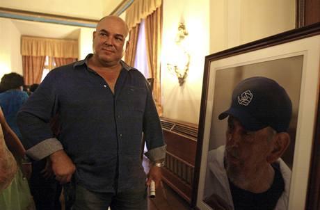 Alex Castro, syn bývalého kubánského prezidenta se svým snímkem (13.8.2009)