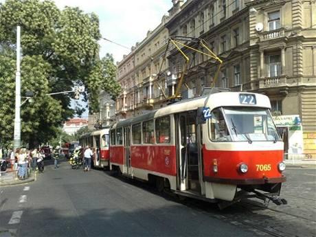 Tramvaj, kterou zastavil požár ve Francouzské ulici (10.8. 2009)