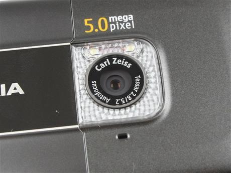 Recenze Nokia 6720 detail