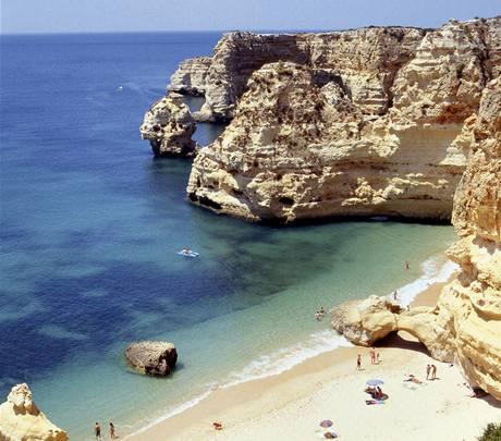 Portugalsko. Pláž Praia da Marinha