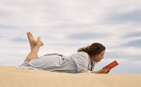 Na dovolenou i s knihou (Ilustrační foto)