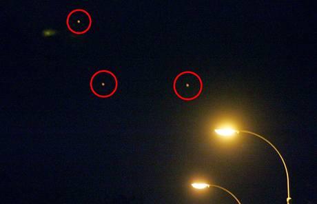 UFO? Takový pohled se naskytl fotografovi MF DNES v nočních ulicích Plzně.