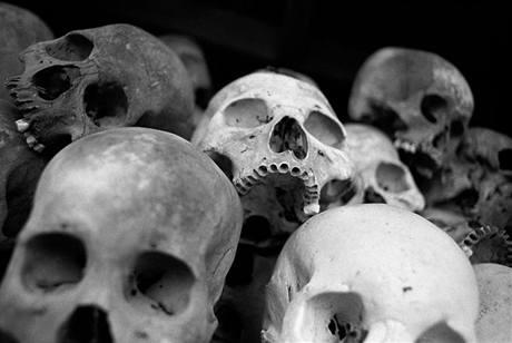 Kousek za Phnom Penhem bývalo v dobách Rudých Khmérů popraviště vězňů z Tuol Slengu. Dnes zde je památník s lebkami z masových hrobů