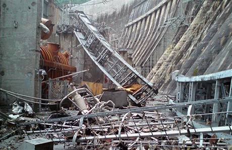 Zničená největší ruská hydroelektrárna na jihu Sibiře. (17. srpna 2009)