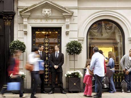 Londýnské klenotnictví s ochrankou, kde se stala loupež