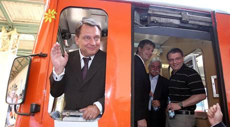 Za účasti předsedy ČSSD Jiřího Paroubka byl 14. srpna na Masarykově nádraží v Praze pokřtěn volební vlak sociálních demokratů.