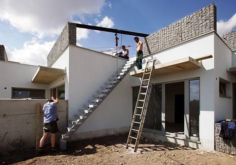 Po schodech lze vystoupat na zahradu na střeše