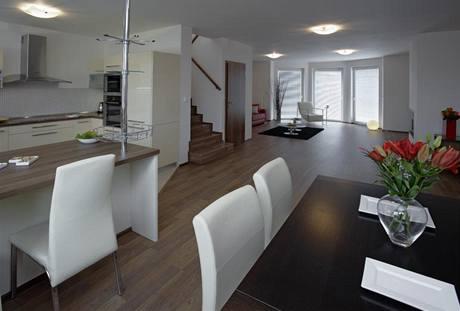 Hlavní obytný prostor nabízí příčný průhled celým domem