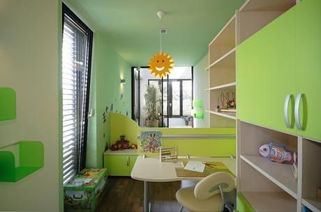 Pro dětský pokoj (Moretti Compact) byly zvoleny veselé barvy