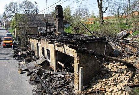 D�m romské rodiny ve Vítkov� n�kdo zapálil.