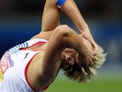 Barbora Špotáková se chytá za hlavu
