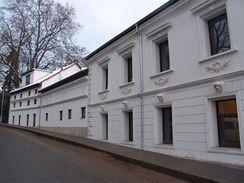 Fasáda ve Škvorci po rekonstrukci